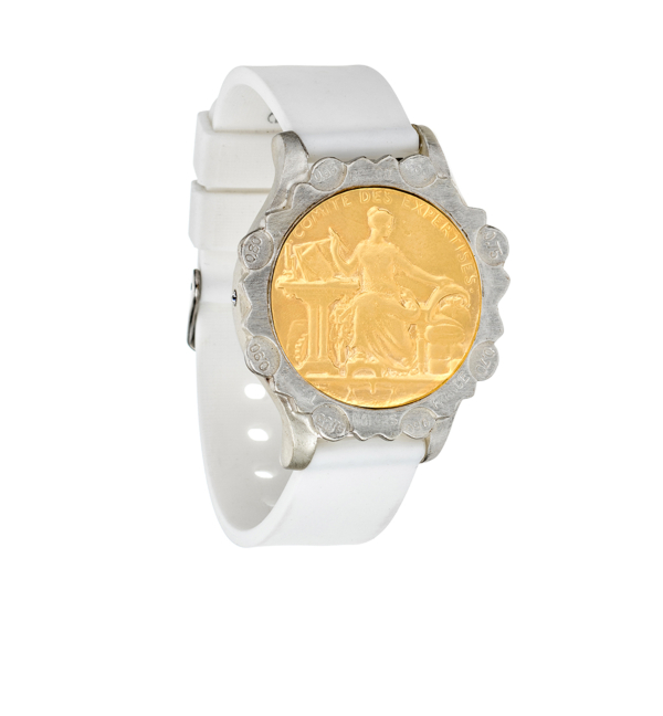 WHITE SPORT KANDE BRACELET WITH COMITE MEDALLION