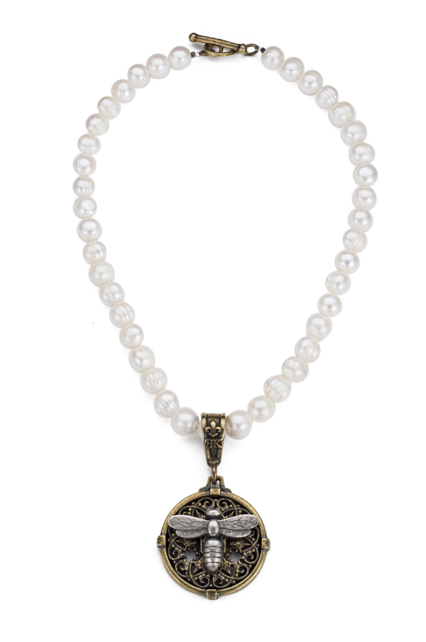 PEARLS WITH MIEL STACK MEDALLION