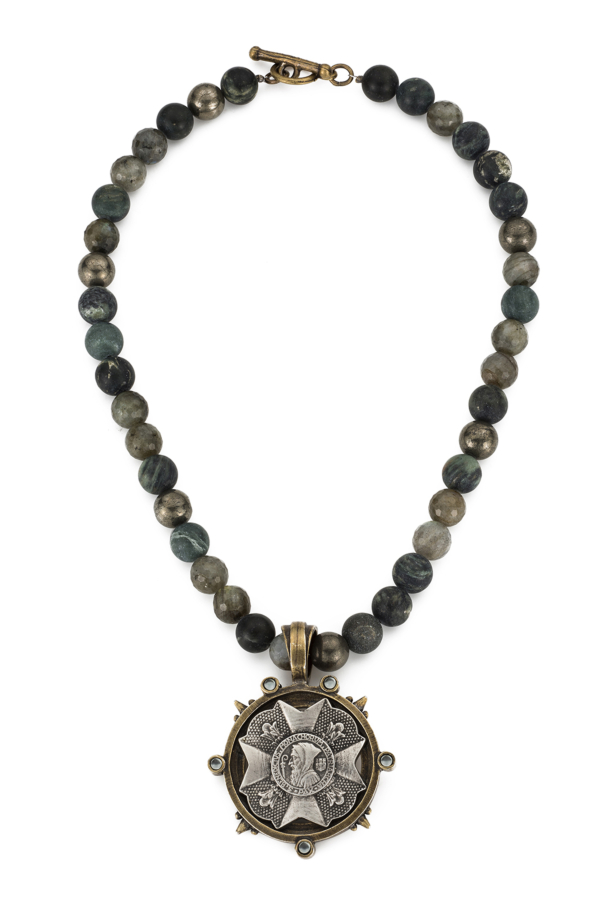 FOREST MIX WITH BRAVOURE MEDALLION
