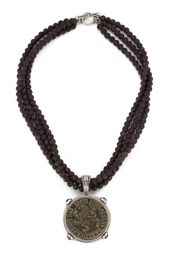 TRIPLE STRAND GARNET WITH DAALDER MEDALLION