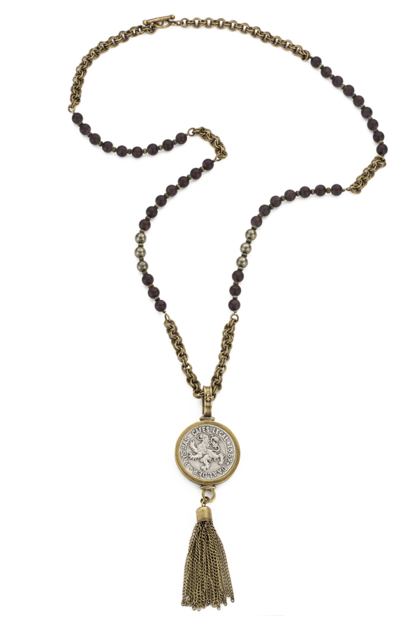 GARNET WITH DAALDER MEDALLION AND TASSEL