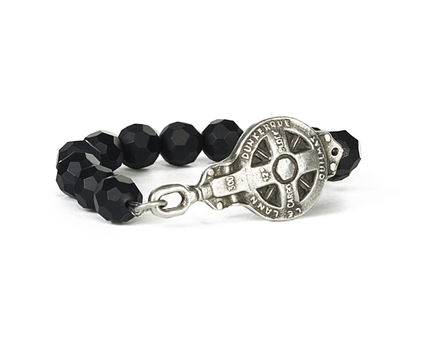 SINGLE STRAND FACETED BLACK ONYX WITH DUNKERQUE MEDALLION