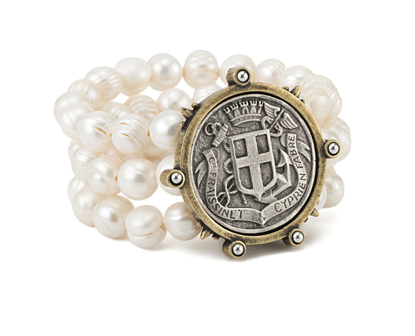 TRIPLE STRANDED WHITE PEARL WITH FABRE MEDALLION