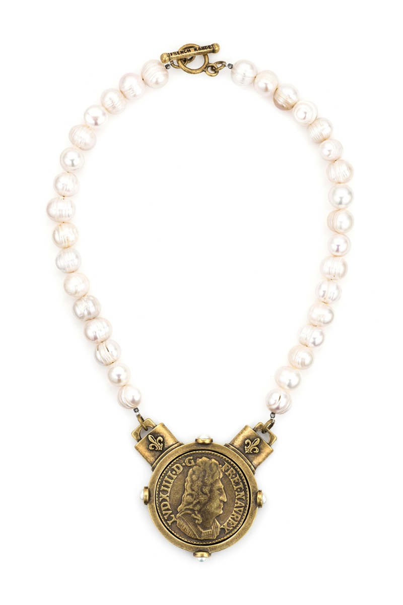 WHITE PEARL WITH LOUIS MEDALLION