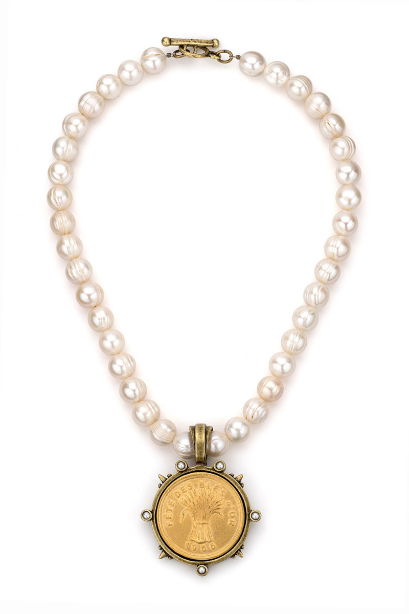 PEARLS WITH GOLD BLES D'OR MEDALLION