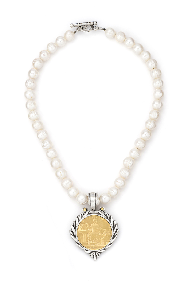 PEARLS WITH GOLD COMITE MEDALLION