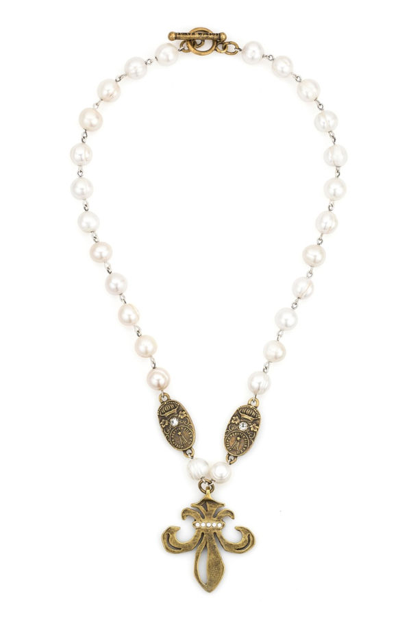 WHITE PEARL WITH SILVER WIRE, CUVEE PENDANTS AND SWAROVSKI GRAND FLEUR MEDALLION