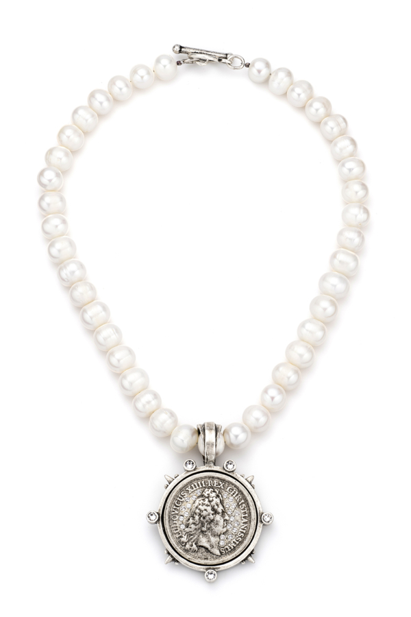 PEARLS WITH SWAROVSKI REX MEDALLION