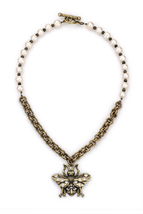 PEARLS WITH CAT'S EYE, DOUBLE CABLE CHAIN AND FK BEE PENDANT