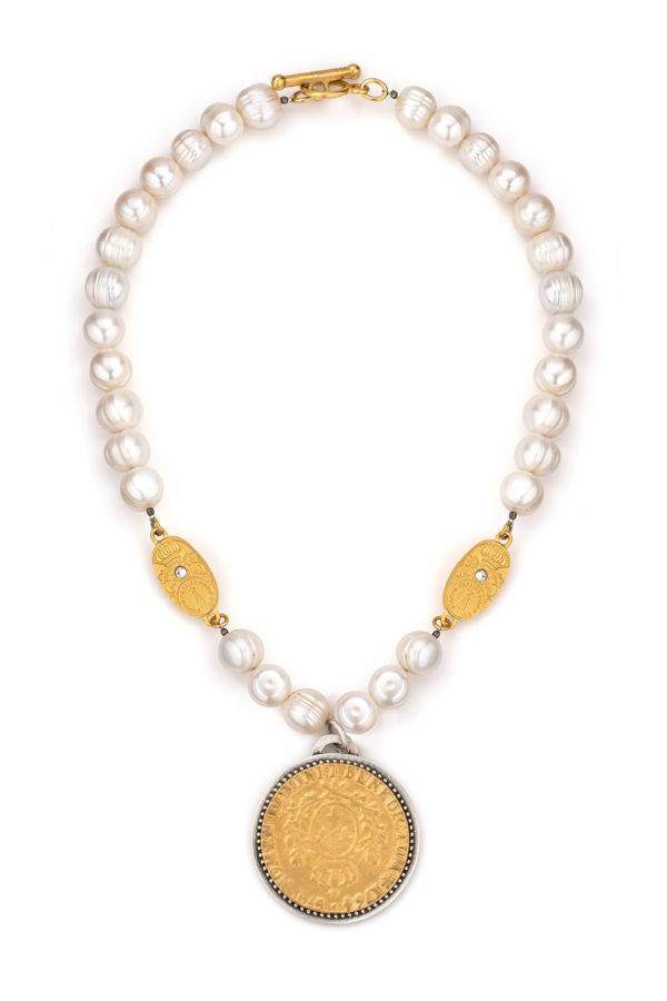 PEARLS WITH GOLD SWAROVSKI CUVEE AND DOMINI MEDALLION