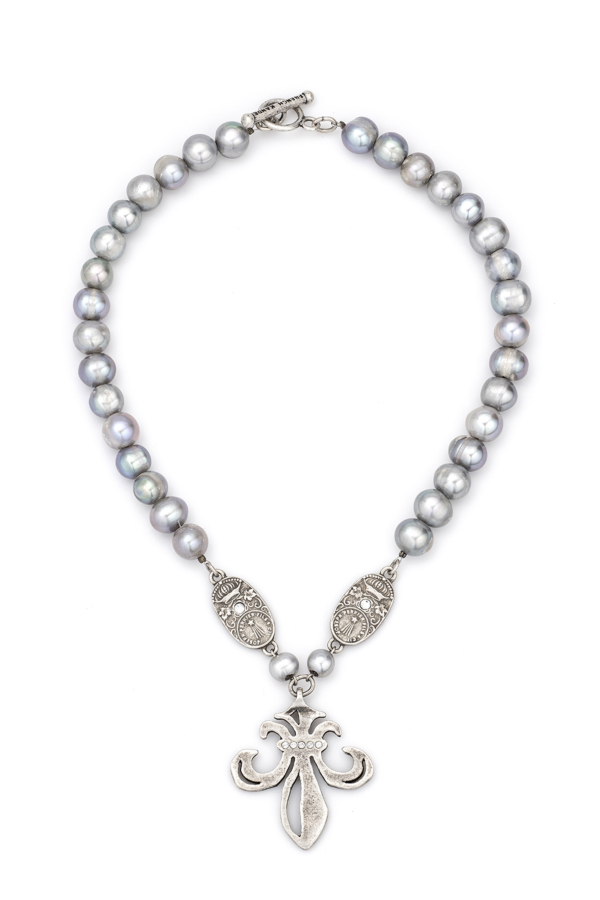 SILVER PEARL WITH CUVEE PENDANTS AND SWAROVSKI GRAND FLEUR MEDALLION