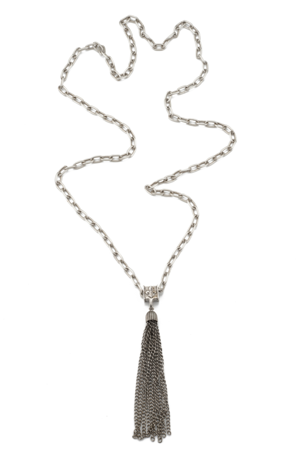 ELONGATED CHAIN WITH TASSEL