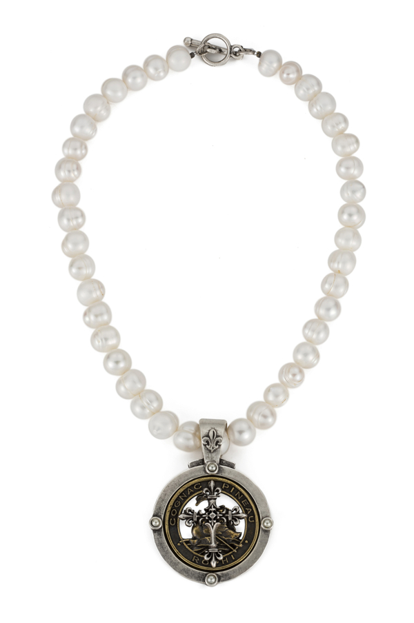 WHITE PEARL WITH PINEAU CROSS STACK MEDALLION
