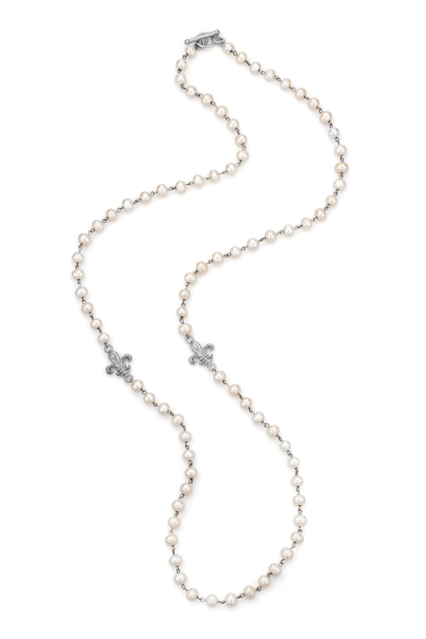 WHITE PEARL WITH SILVER WIRE AND SILVER FLEUR PENDANTS