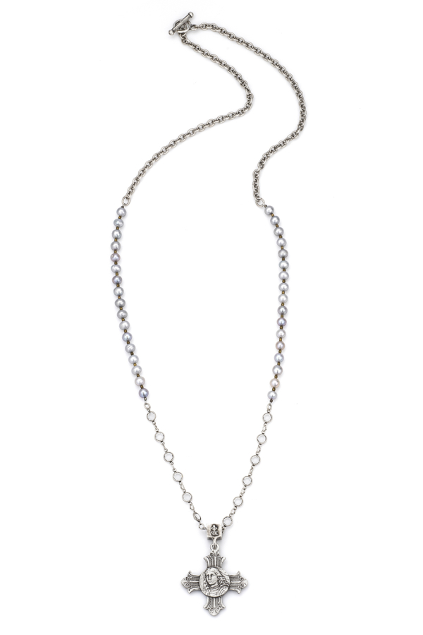SILVER PEARLS AND CHAIN WITH SWAROVSKI AND LA TREILLE MEDALLION
