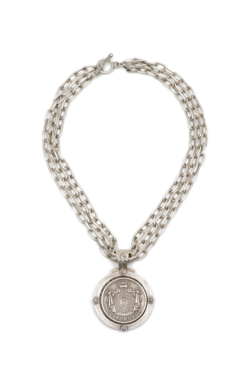 TRIPLE STRAND ELONGATED CHAIN WITH CUVEE ROYALE MEDALLION