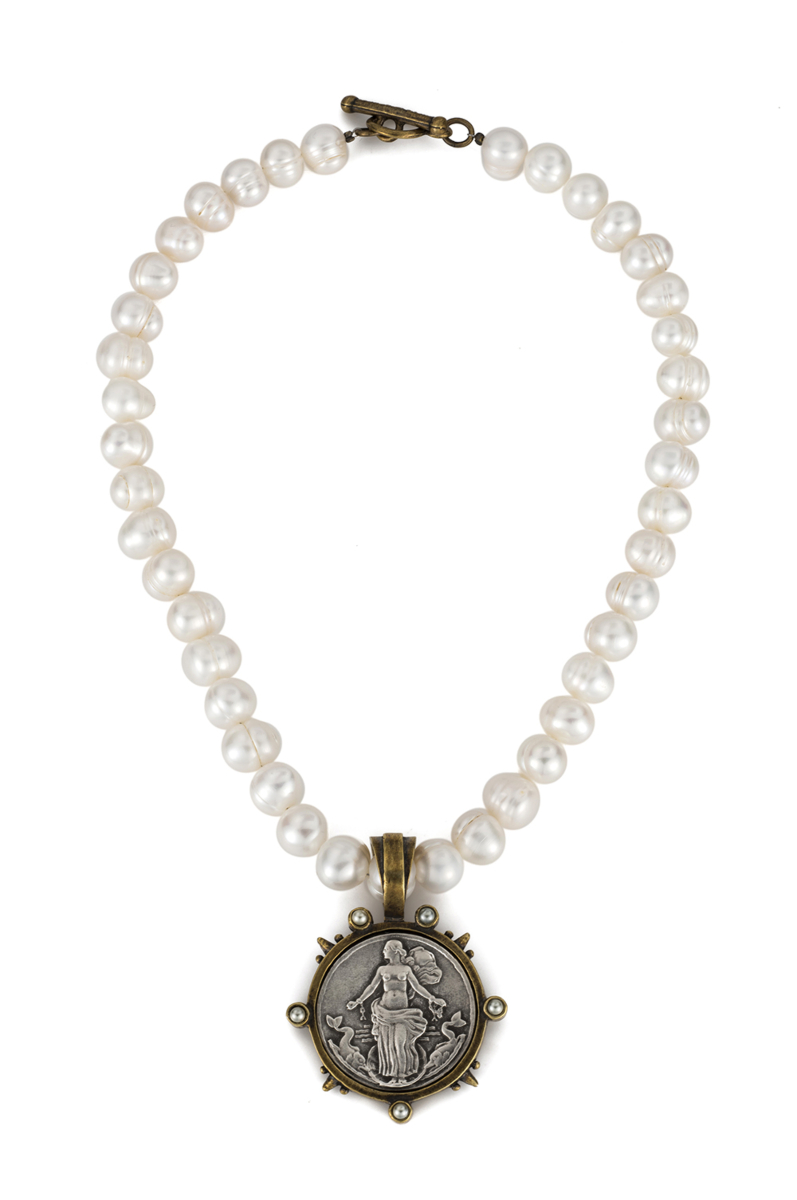 WHITE PEARL WITH LE HAVRE MEDALLION