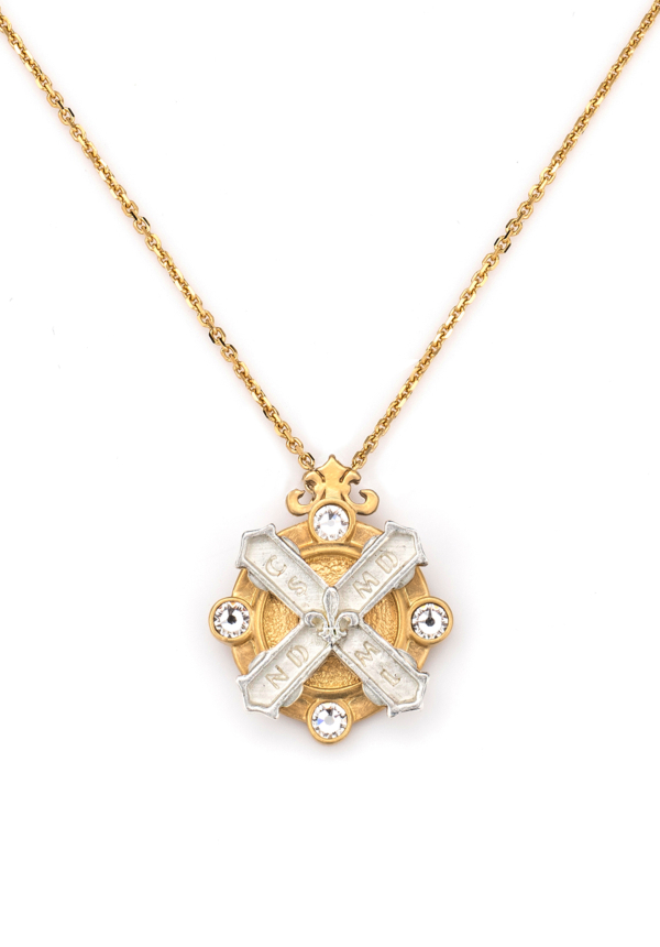 MIXED METAL ARLES NECKLACE WITH KISS STACK GOLD
