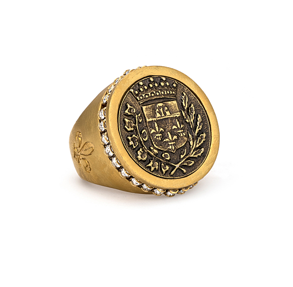 GOLD SWAROVSKI SIGNET RING WITH GUSTAVE MEDALLION