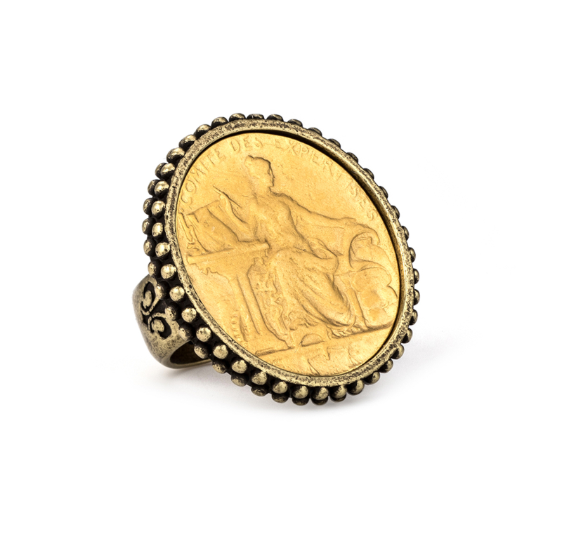 POINTE BEZEL RING WITH COMITE MEDALLION