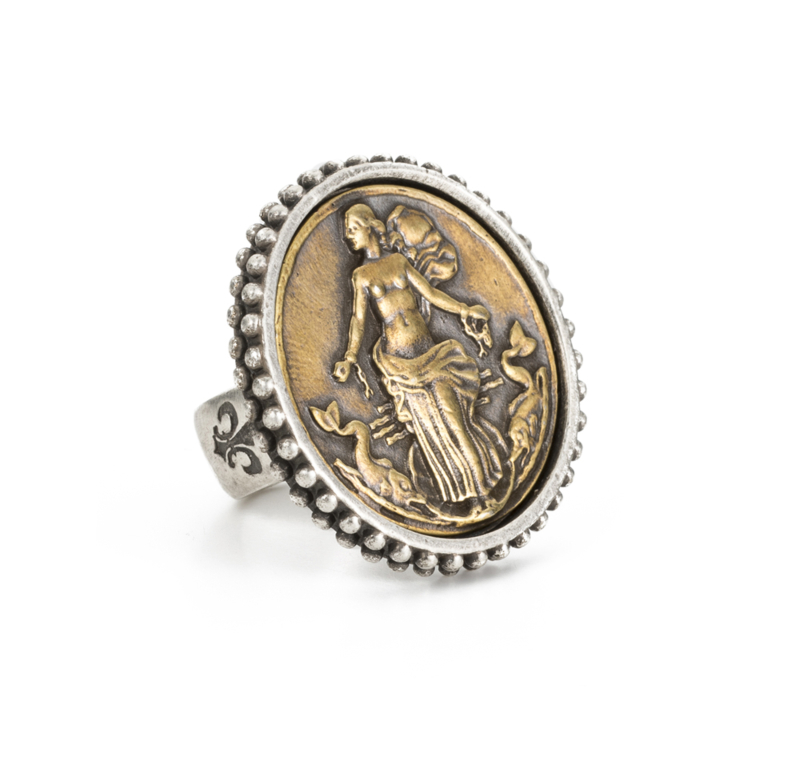 POINTE BEZEL RING WITH LE HAVRE MEDALLION