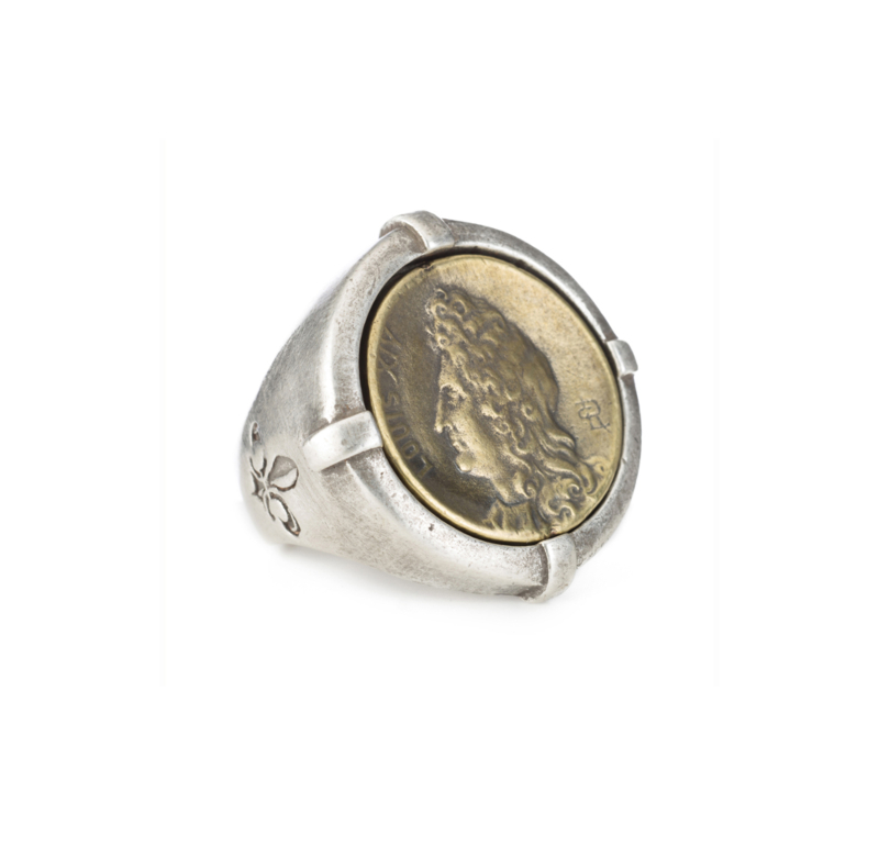 SIGNET RING WITH BRASS LOUIS MEDALLION