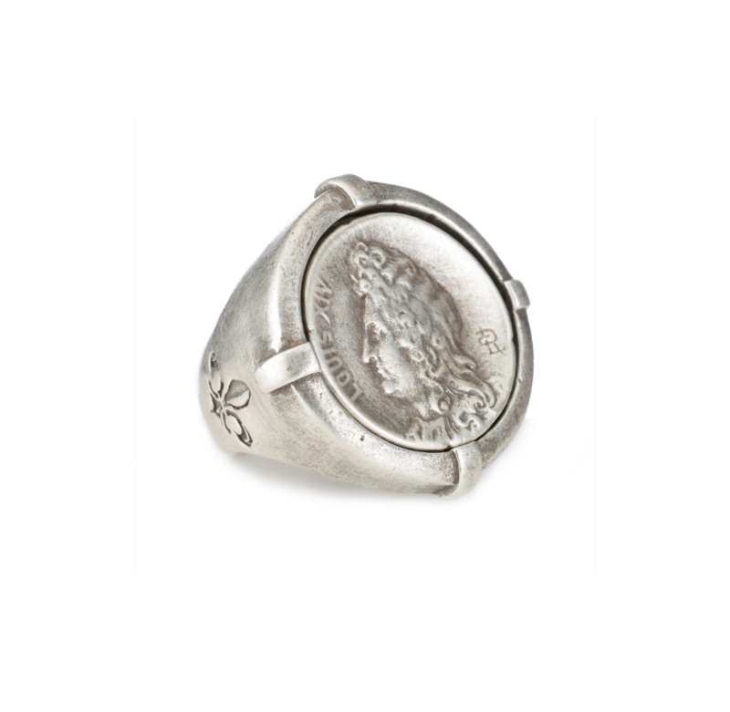 SILVER SIGNET RING WITH LOUIS MEDALLION