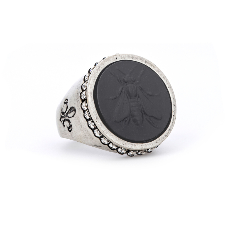 SWAROVSKI SIGNET RING WITH GRAPHITE MINI ABEILLE MEDALLION