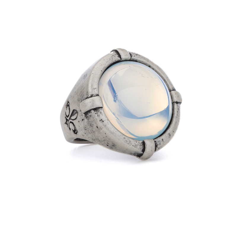 SIGNET RING WITH WHITE MIST CABOCHON
