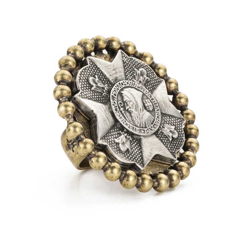 PETITE BEZEL RING WITH SILVER BRAVOURE MEDALLION