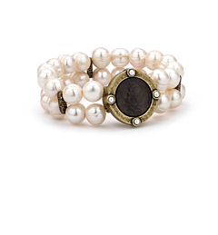 DOUBLE STRANDED WHITE PEARL AND BLACK MINI LOUIS MEDALLION
